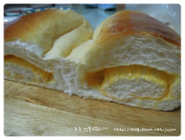 못생긴~ 곰보빵~ 고소한~ 치즈식빵~