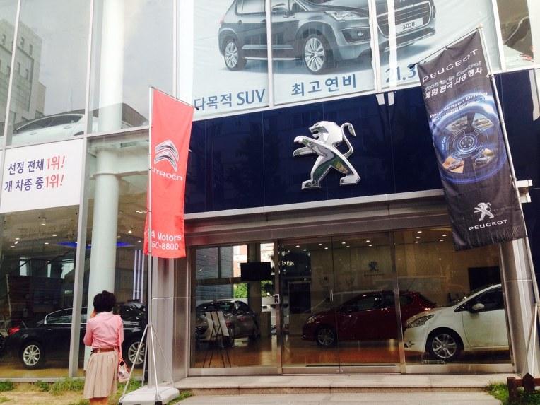 부산푸조전시장 딜러인 PSA모터스가 부산시트로엥 인수후 공격적인 마케팅으로 기장신세계프리미엄아울렛에서 차를 경품으로 걸었네요 ㅋ