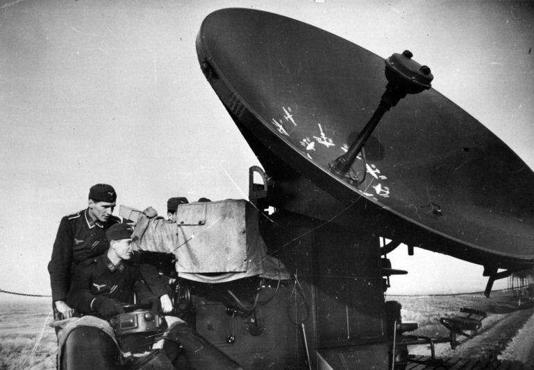 영국 공수부대의 브루네발 독일군 뷔르츠부르크 레이더 탈취작전[British Airborne troops German Wirzburg Rador Brunebal Raid- Operation Biting]
